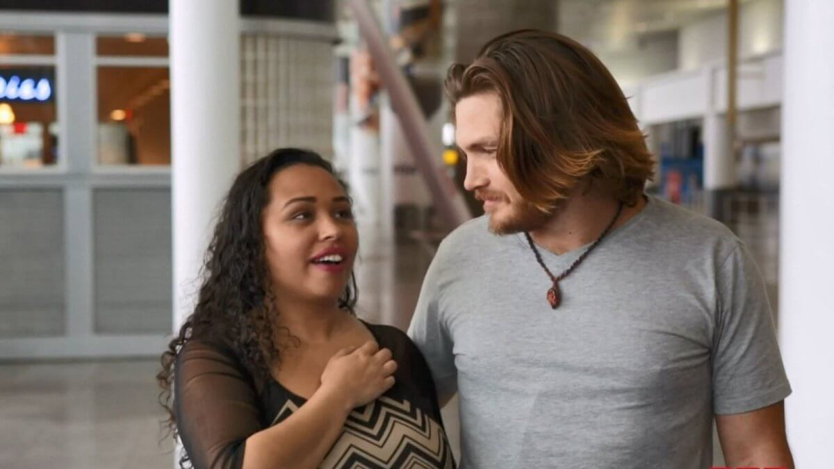 90 Day Fiancé's Tania Calls Out Syngin for Being too Clingy